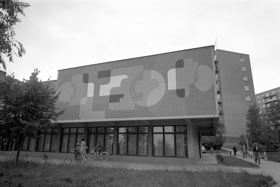 Nová knihovna na Šrámkově ulici s mozaikou od Drahomíra Tůmy.