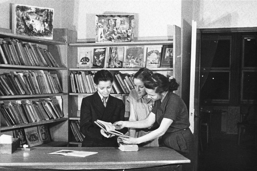 Dětské oddělení v prostorách Národního výboru, 1958.