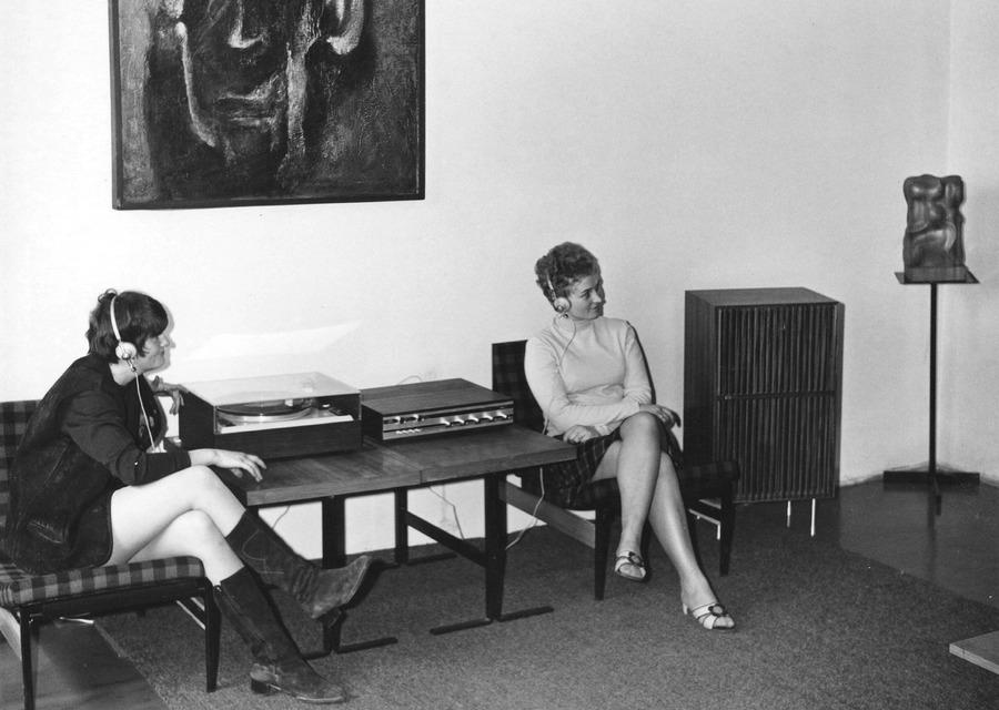 Hudební oddělení v prostorách KDPB, 1969.