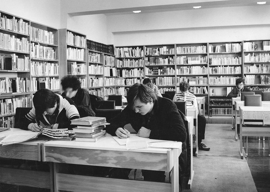 Nové Informační oddělení na Šrámkově ulici, 1985.