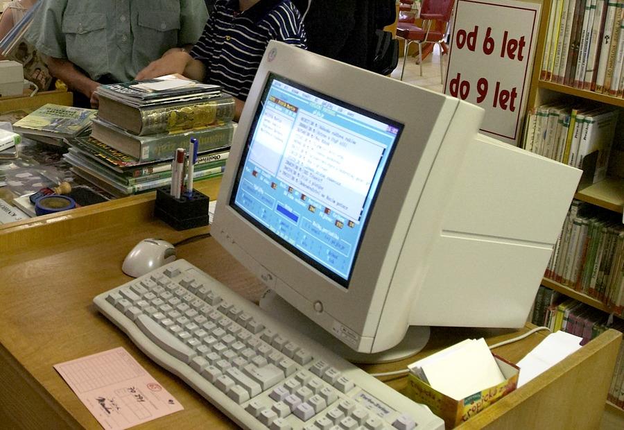 Automatizovaný knihovní systém LANius na pobočce Werichově, 2005.