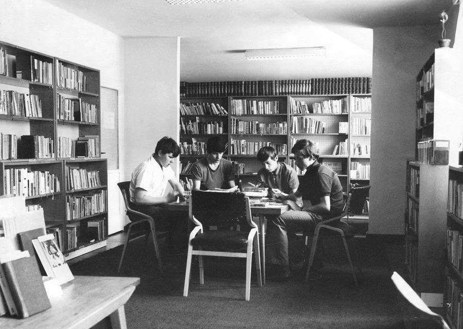 Ústřední oddělení pro děti a mládež na ulici 2. pětiletky, 1972.