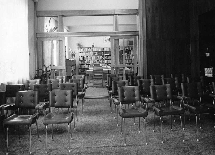 Kulturní salónek v Oddělení dospívající mládeže, 1985.