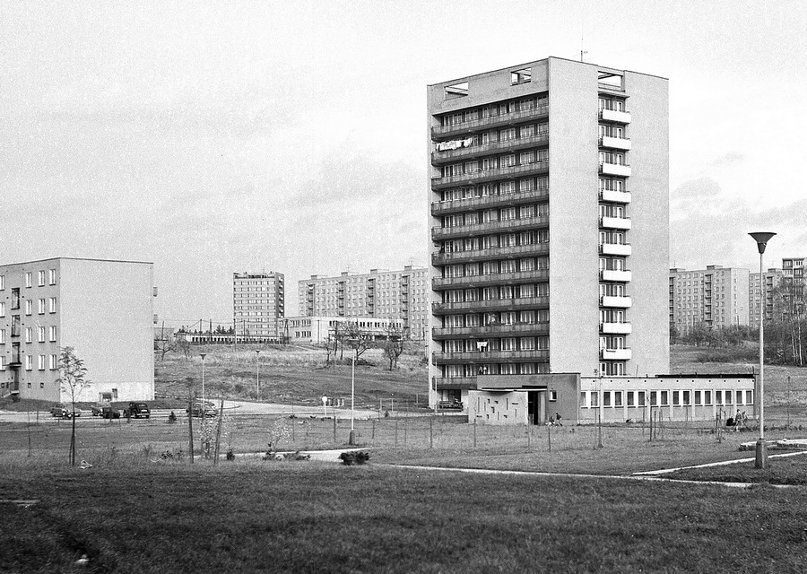 Pobočka knihovny v přízemní budově na ulici Kosmonautů.