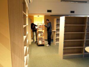 Stěhování knihovny na ulici Svornosti