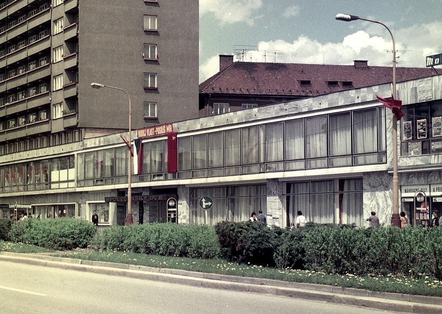 V 1. patře Společenského domu Reneta sídlila knihovna.