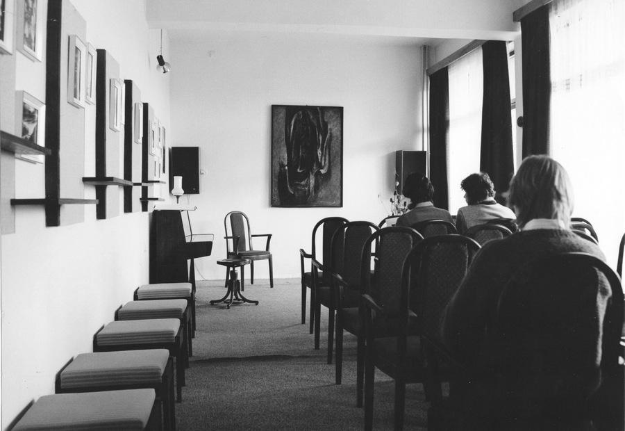 Salónek v Hudebním oddělení na Šrámkově ulici, 1972
