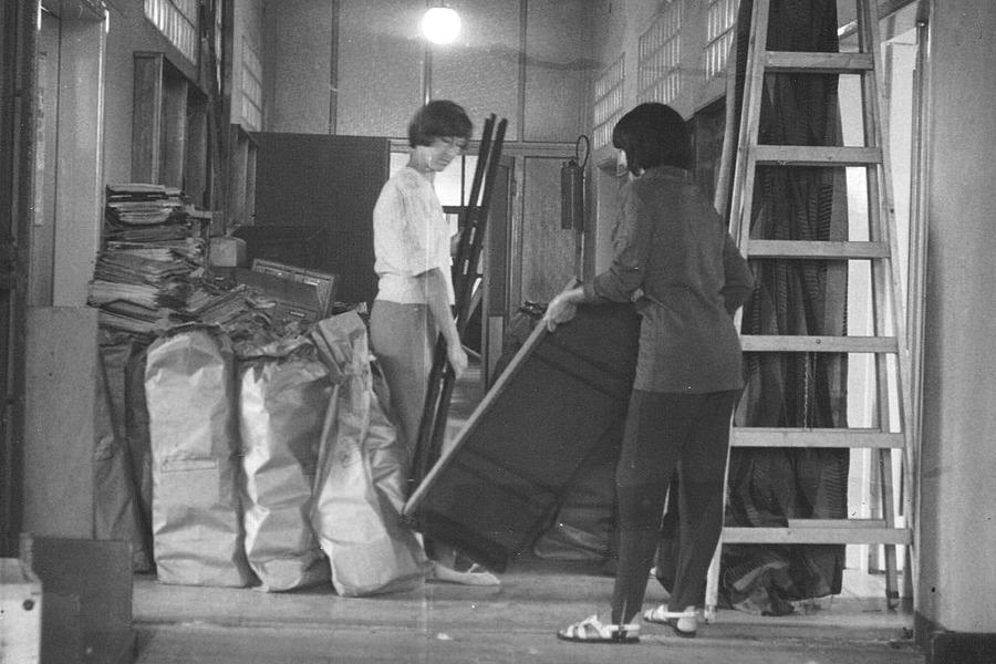 Knížky byly vkládány do papírových pytlů o váze 50 kg.